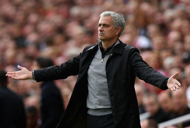 Man Utd bet bat, Mourinho se nghi viec vao cuoi mua? hinh anh 2