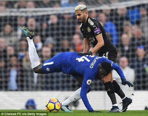 Hang cong tit ngoi, Chelsea lo co hoi vuot MU hinh anh 1