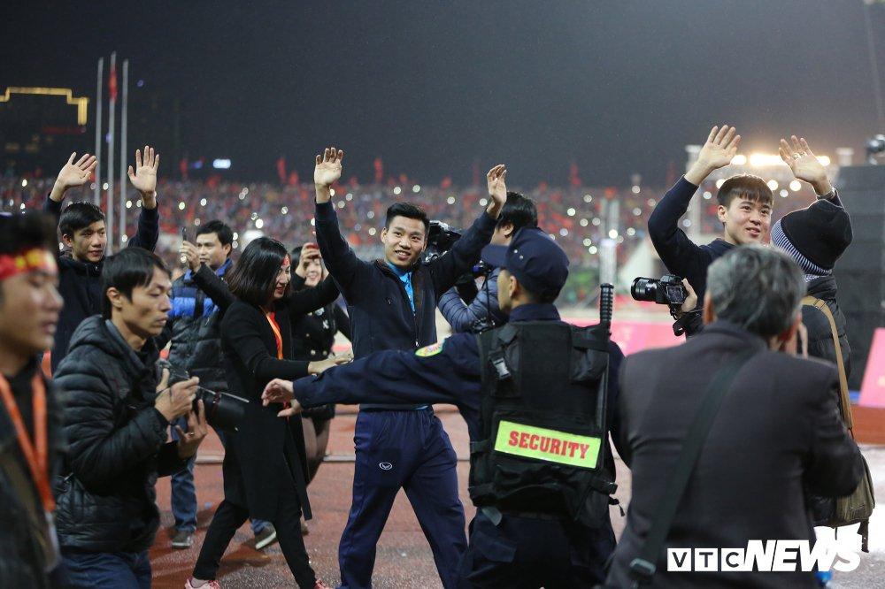 Truc tiep: San My Dinh ruc sang dem Gala mung cong U23 Viet Nam hinh anh 1