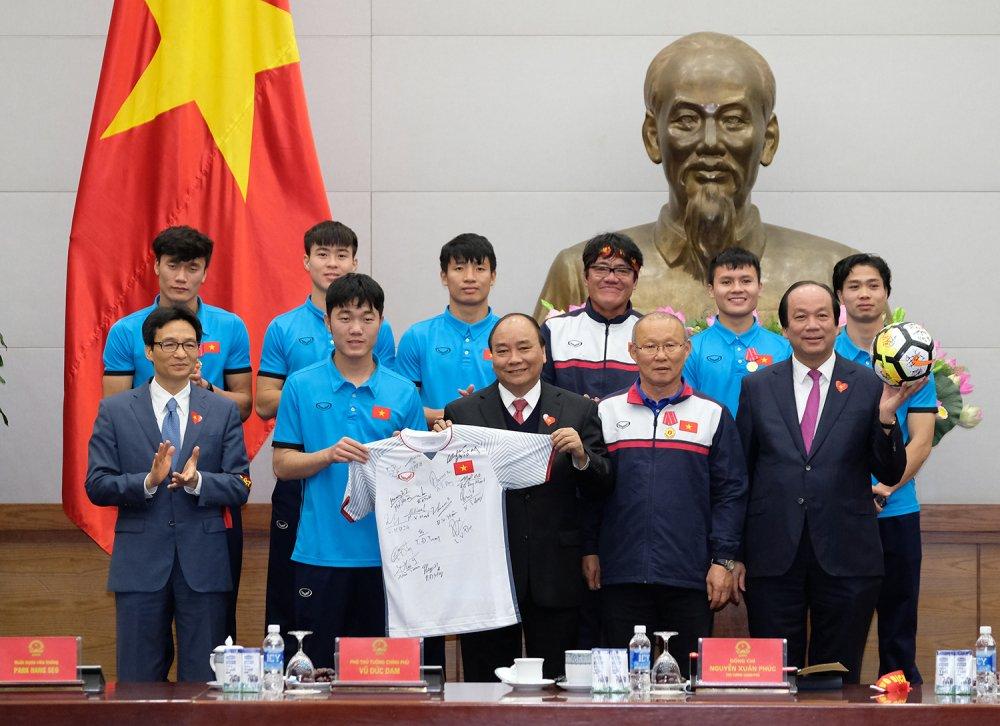 Truc tiep le don U23 Viet Nam ve nuoc: Khong khi soi dong chua tung co hinh anh 6