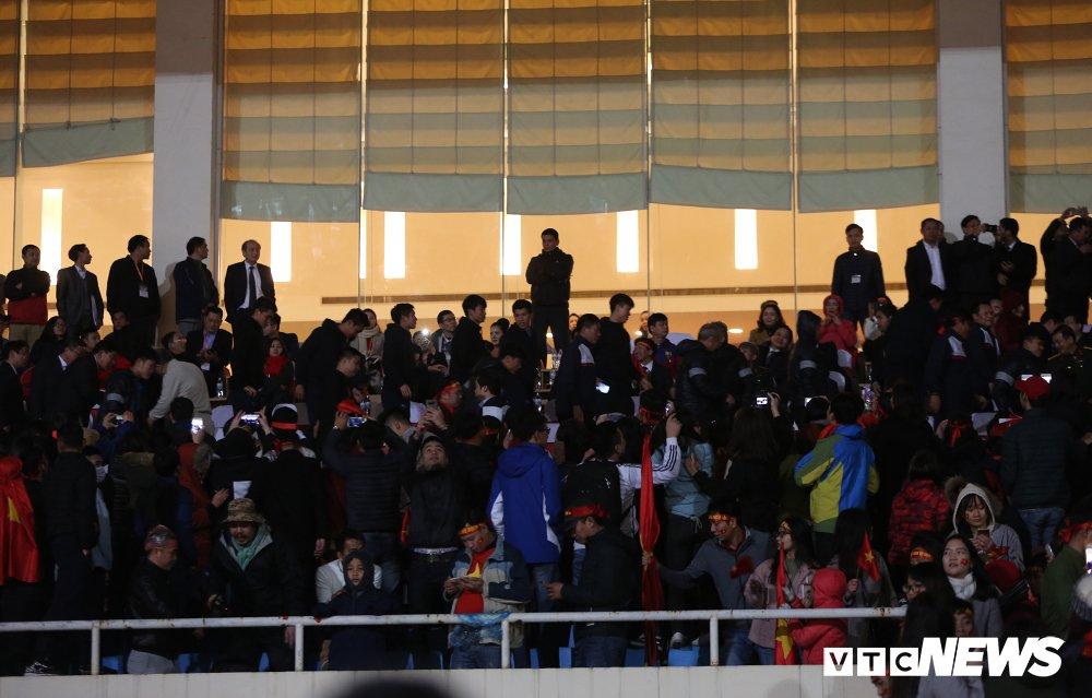Truc tiep: San My Dinh ruc sang dem Gala mung cong U23 Viet Nam hinh anh 9