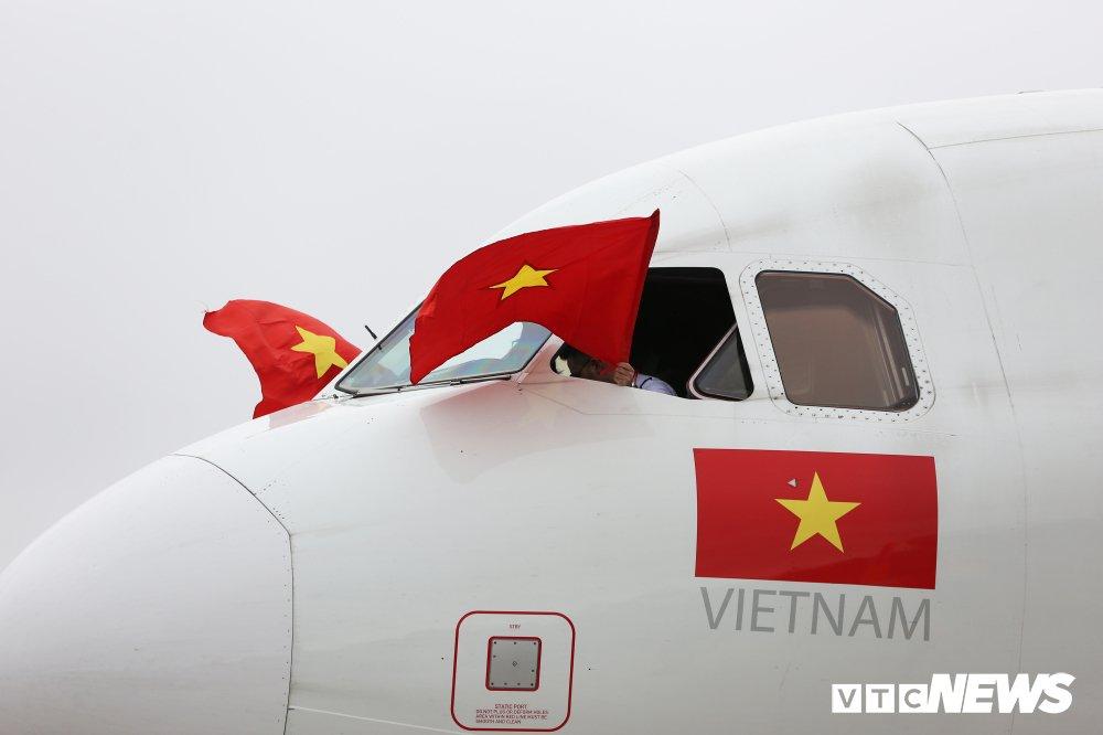 Bat mi 2 voi rong don chuyen co cho U23 Viet Nam 'vinh quy bai to' hinh anh 2