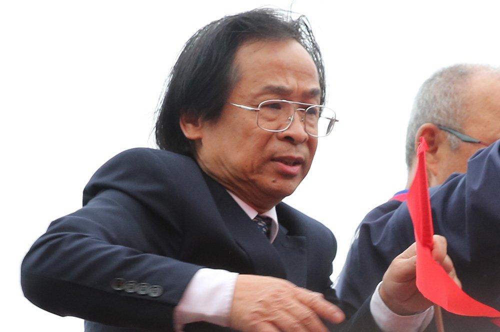 VFF khong phan ong Nguyen Lan Trung len xe buyt dieu hanh cung U23 Viet Nam hinh anh 2
