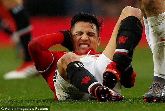 Alexis Sanchez dang gay hoa lon cho MU the nao? hinh anh 1