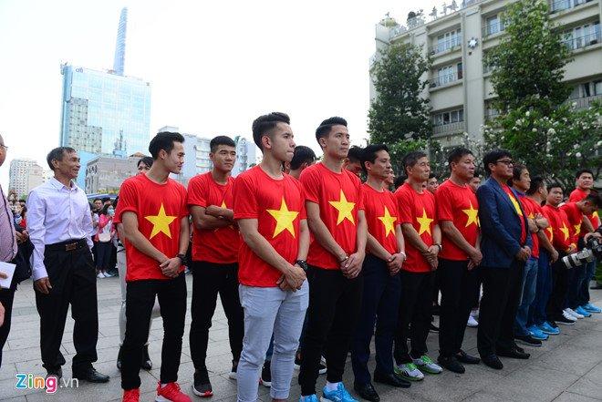 Truc tiep: San Thong Nhat 'vo tung' chao don nguoi hung U23 Viet Nam hinh anh 33