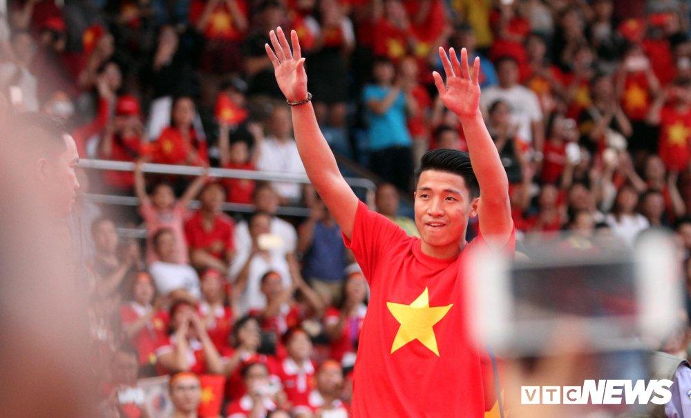 Truc tiep: San Thong Nhat 'vo tung' chao don nguoi hung U23 Viet Nam hinh anh 19