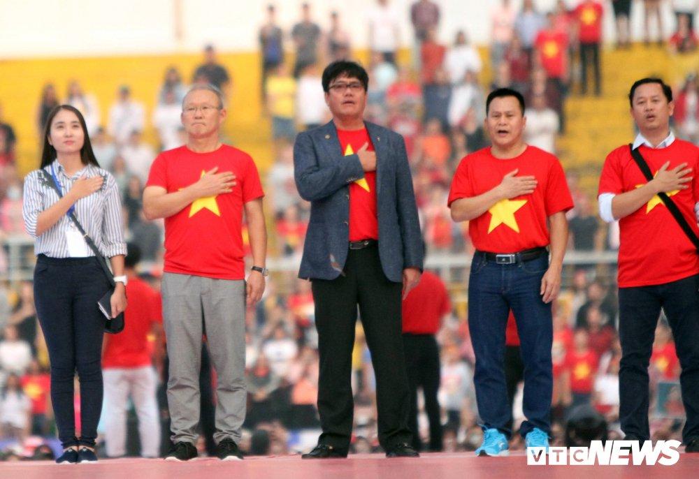 Truc tiep: San Thong Nhat 'vo tung' chao don nguoi hung U23 Viet Nam hinh anh 17