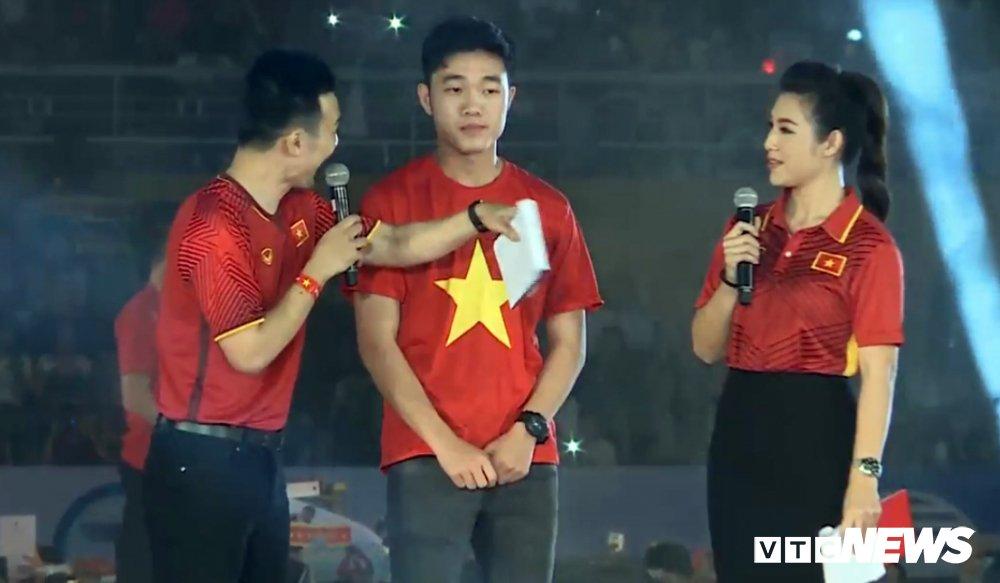 Truc tiep: San Thong Nhat 'vo tung' chao don nguoi hung U23 Viet Nam hinh anh 6