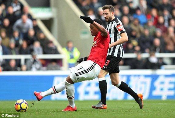 Truc tiep Newcastle vs MU, Link xem bong da Ngoai hang Anh 2018 vong 27 hinh anh 3