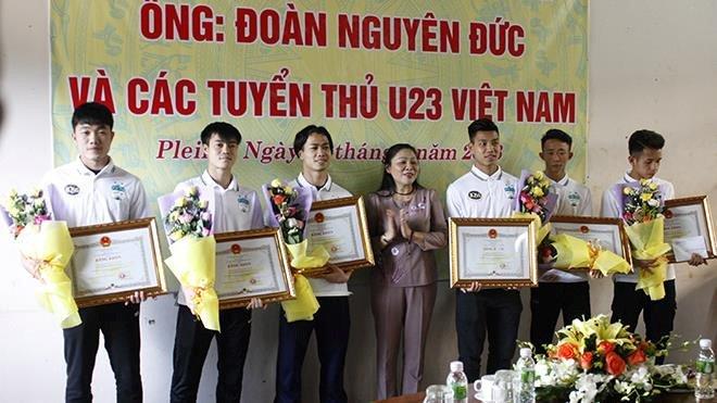 Vui, buon chuyen thuong Tet cua cau thu V-League hinh anh 1
