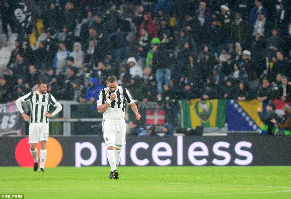 Buc anh khien ca the gioi bong da bai phuc Ronaldo hinh anh 9