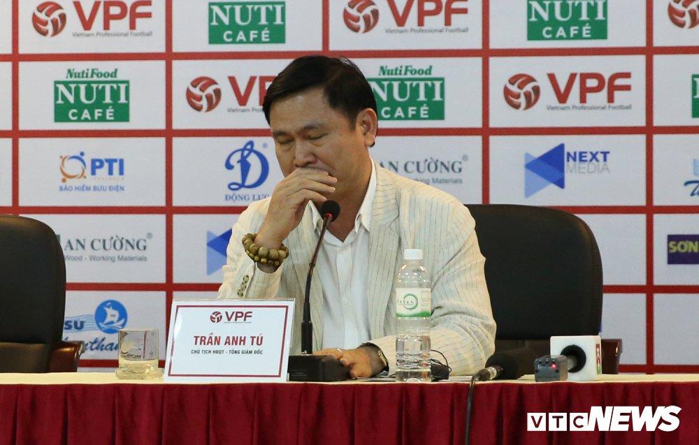 Bau Tu rut lui, HAGL khong rut khoi V-League hinh anh 1