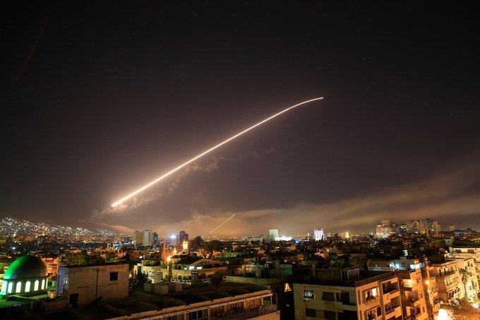 Phong vien Ngoc Thach tu Syria: Dan Syria do ra pho an mung ban ha ten lua My hinh anh 4