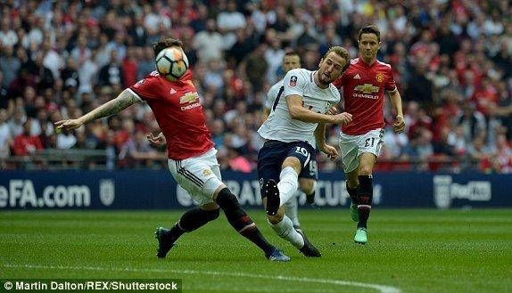 Nguoc dong ha guc Tottenham, MU vao chung ket FA Cup hinh anh 1