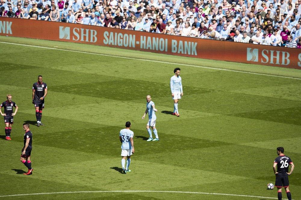 Thuong hieu SHB xuat hien trong ngay Manchester City nhan cup vo dich Ngoai hang Anh hinh anh 1