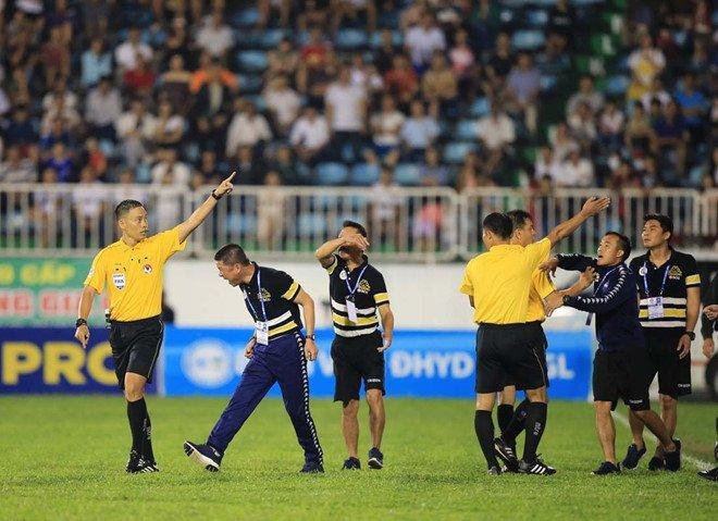 So bau Duc, 2 trong tai FIFA tu choi bat tran CLB Ha Noi vs HAGL hinh anh 2