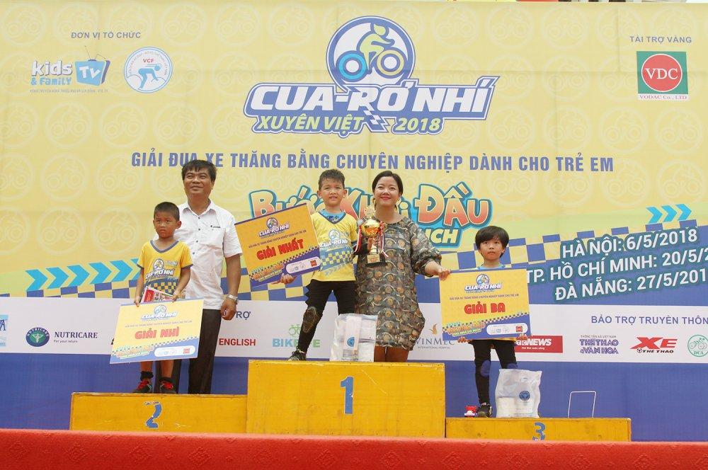 Thieu nhi Da Nang hung khoi trong lan dau tien don Cua-ro Nhi xuyen Viet hinh anh 1