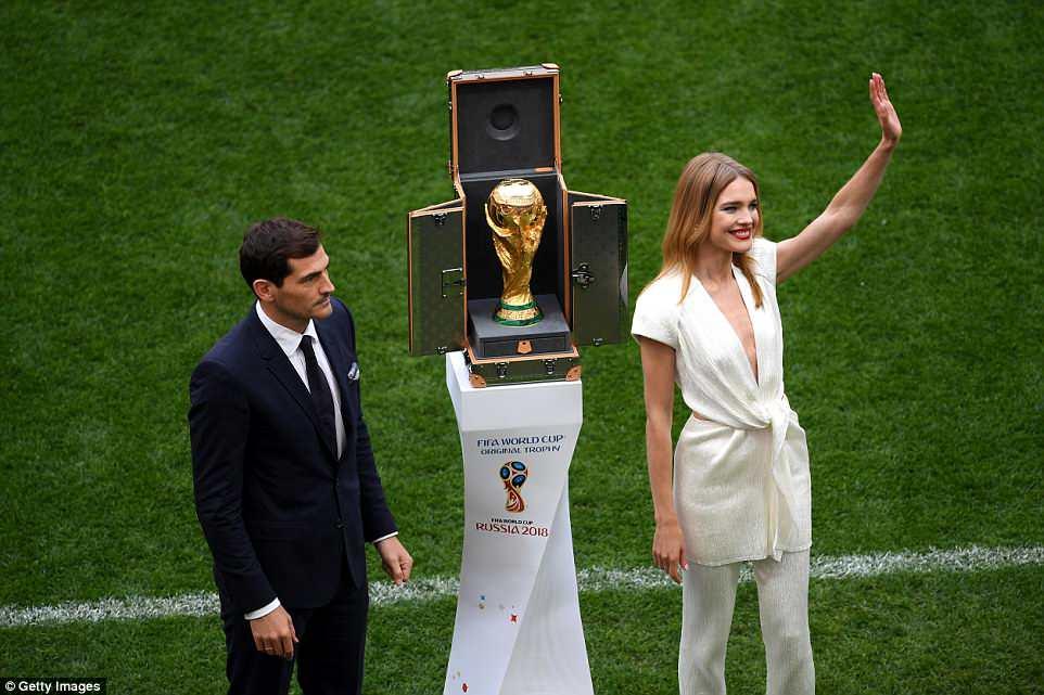 Ngam nhan sac sieu mau Nga toa sang tai le khai mac World Cup 2018 hinh anh 2