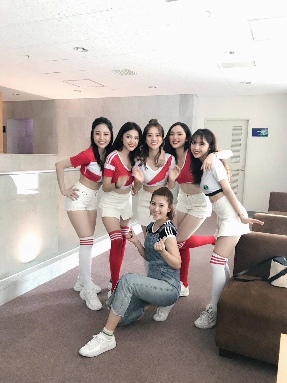 Ngam dan my nu 'Nong cung World Cup' tren VTV dep nghieng nuoc nghieng thanh hinh anh 13