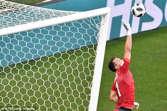 Video ban thang Uruguay vs A Rap Xe Ut, Bang A bong da World Cup 2018 hinh anh 2