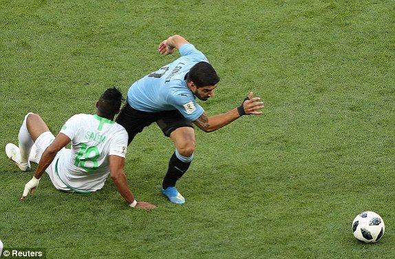 Video ban thang Uruguay vs A Rap Xe Ut, Bang A bong da World Cup 2018 hinh anh 6