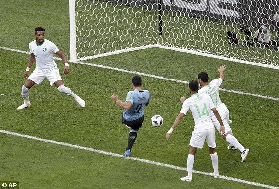 Video ban thang Uruguay vs A Rap Xe Ut, Bang A bong da World Cup 2018 hinh anh 3