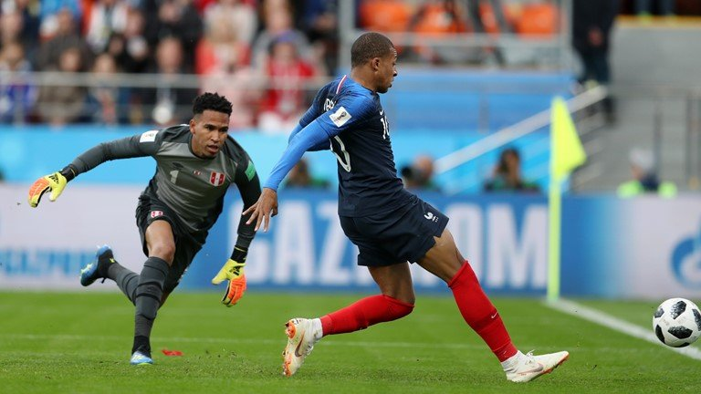 Video ket qua Phap vs Peru: Mbappe toa sang de di vao lich su hinh anh 5