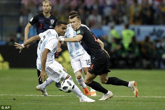 Video ban thang Argentina vs Croatia: Messi vo hai, Argentina thua tham 0-3 hinh anh 8