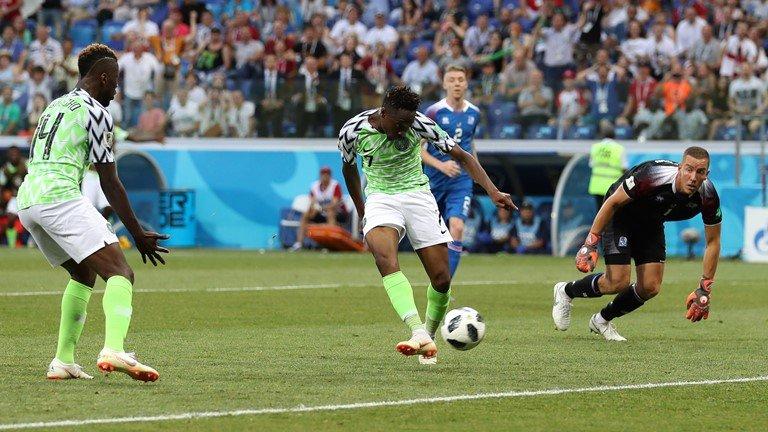 Video ket qua Nigeria vs Iceland: Nigeria cuu van co hoi da World Cup cua Messi hinh anh 2