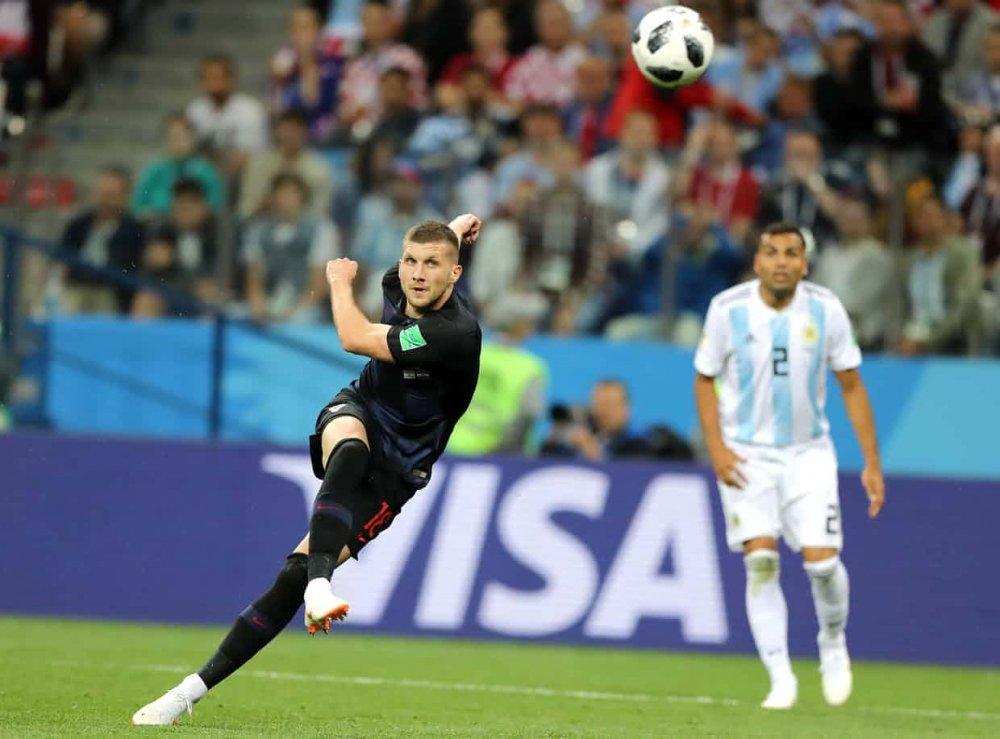 Video ban thang Argentina vs Croatia: Messi vo hai, Argentina thua tham 0-3 hinh anh 3
