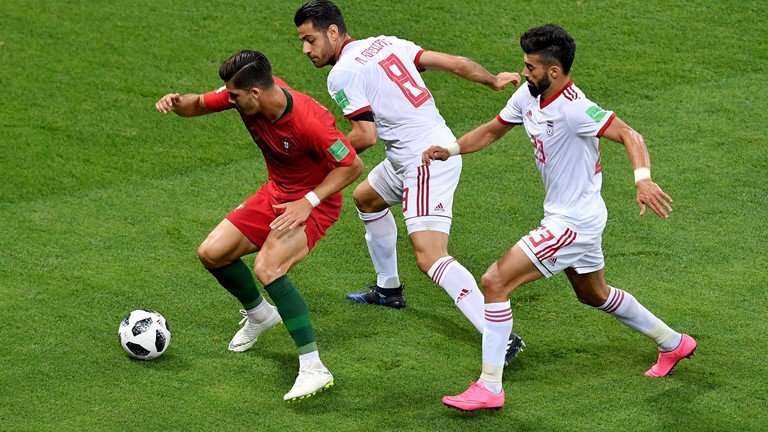 Video ket qua Bo Dao Nha vs Iran ty so 1-1: Tran hoa hu via hinh anh 10