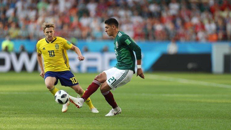 Ket qua Mexico vs Thuy Dien ty so 0-3: Dat tay nhau vao vong trong hinh anh 10