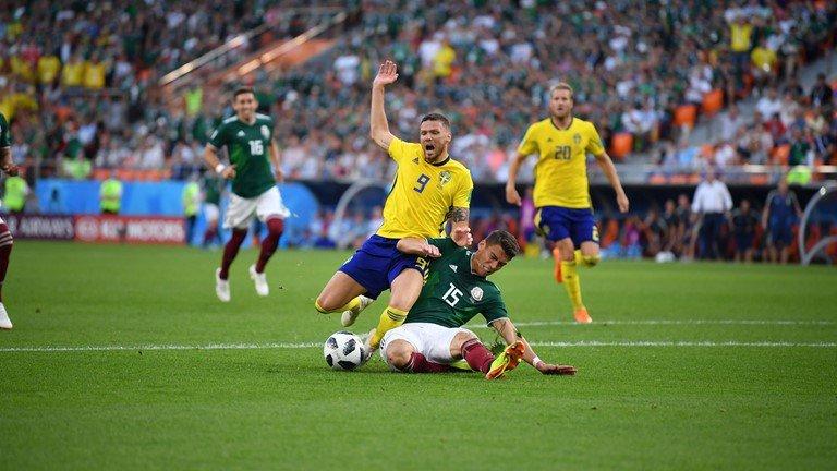 Ket qua Mexico vs Thuy Dien ty so 0-3: Dat tay nhau vao vong trong hinh anh 3