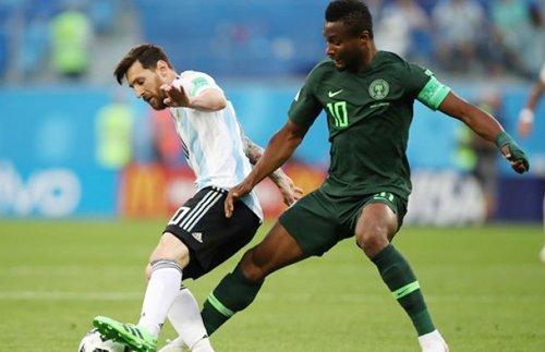 Thu quan tuyen Nigeria giau chuyen cha bi bat coc truoc tran gap Argentina hinh anh 1