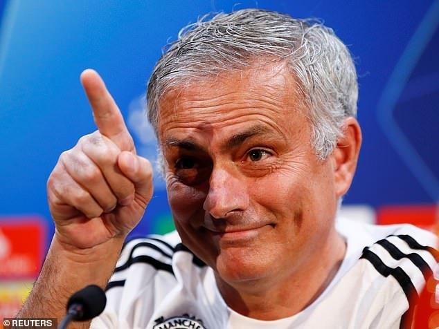 Mourinho: 'Toi van ngay tho nhu dua tre nhung khong tin co cau thu nao chong doi' hinh anh 1