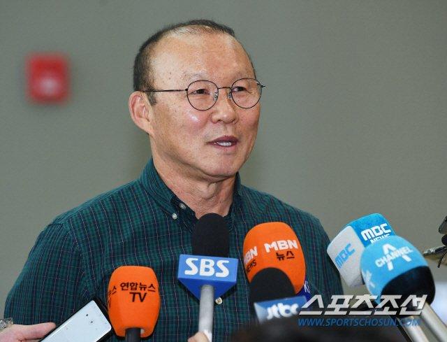 HLV Park Hang Seo: 'Toi se chon lua dan dat tuyen Viet Nam hoac U23 Viet Nam' hinh anh 1