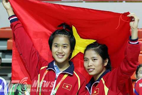 Nguyễn Thu Hoài và Nguyễn Thị Chinh mang về 2 HCV cho wushu Việt Nam