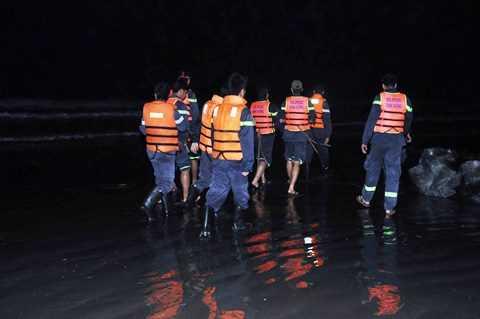 Lực lượng chức năng vẫn đang tích cực công tác cứu hộ cứu nạn 5 thi thể học sinh mất tích còn lại
