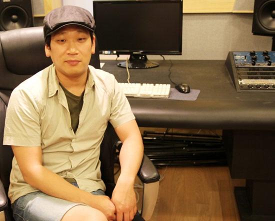 Kim Do Hoon, nhạc sỹ K-Pop hàng đầu hiện nay, sẽ là giám khảo của Ngôi sao Việt mùa đầu tiên.