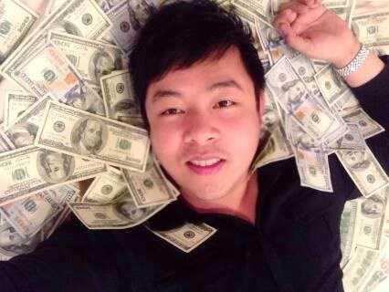 Hình ảnh phản cảm của Quang Lê