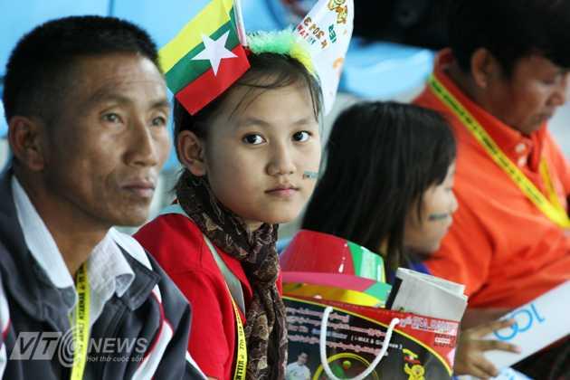 Fan nhí xinh đẹp của nước chủ nhà Myanmar