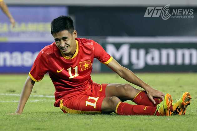 Nỗi thất vọng của tiền vệ Vũ Minh Tuấn khi U23 Việt Nam thua 0-1 U23 Singapore.