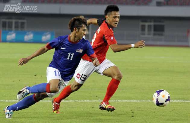 U23 Malaysia (xanh) có trận đấu đầu tiên ở SEA Games 27, họ đã vượt qua U23 Brunei với tỷ số 2-0.