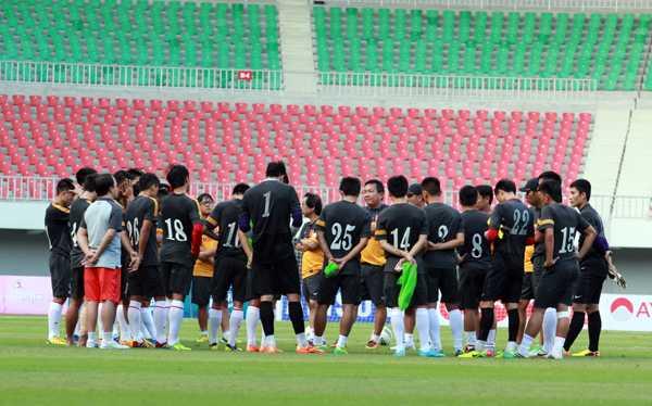 Đây chính là lý do khi họp đội để thông báo chốt quân, HLV Hoàng Văn Phúc đã phải loại đi trung vệ số 1 của U23 Việt Nam
