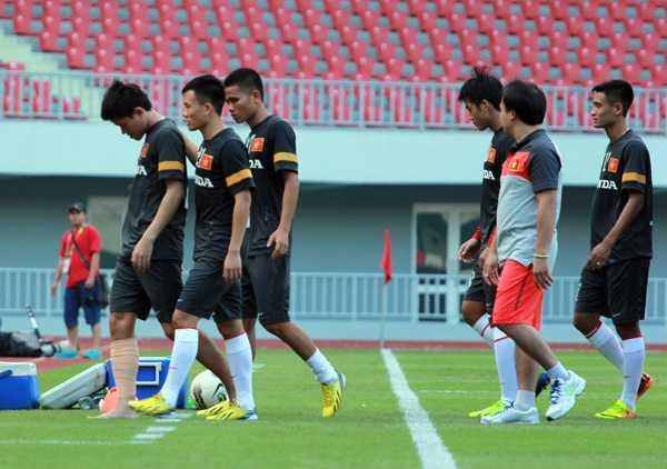 Đồng đội động viên Thanh Hào