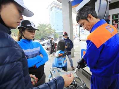Bộ Tài chính yêu cầu doanh nghiệp tiếp tục kìm giá xăng dầu