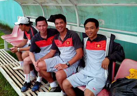 Danh thủ Như Thuần (giữa) khi còn là thành viên BHL U19 Việt Nam