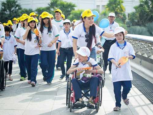 Sau khi về nước, Trần Thị Quỳnh tích cực tham gia các hoạt động xã hội và từ thiện nhiều hơn