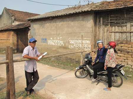 Các chốt barie mà người dân thôn Viên Du lập ra để ngăn bệnh nhân vào làng.