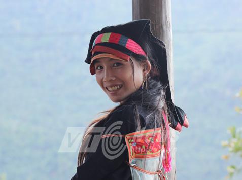 Thiếu nữ Dao Trắng ở Dền Thàng